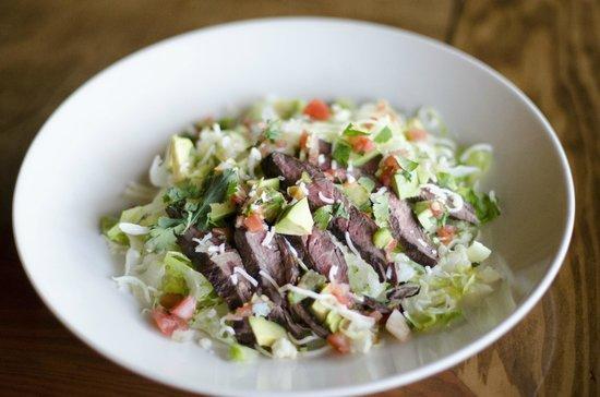 Julio's Restaurant: Skirt Steak Salad