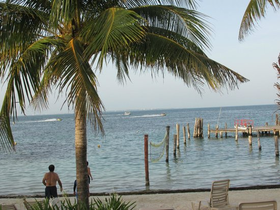 Cancun Bay Resort: Playa del hotel y muelle