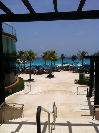 "Hard Rock Hotel Cancun: ""La Playa Impresionante"""