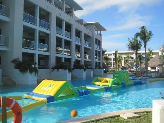 Paradisus Playa Del Carmen La Esmeralda: Little, little kids everywhere