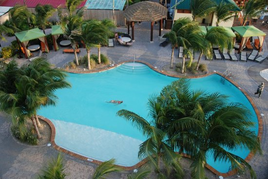 Holiday Inn Resort Aruba - Beach Resort & Casino : Pool by the Sea Tower