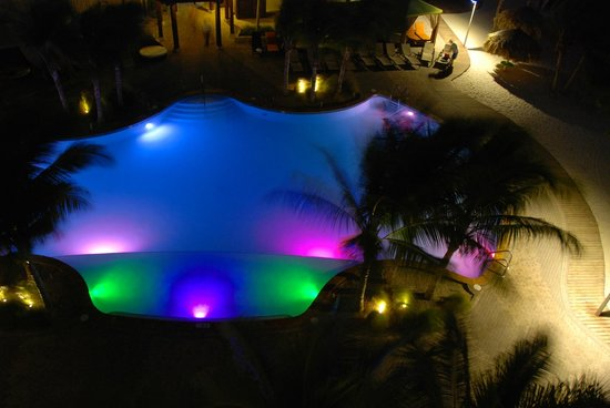 Holiday Inn Resort Aruba - Beach Resort & Casino : Pool by the Sea Tower at night