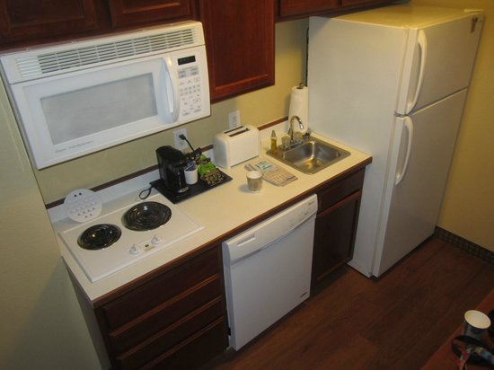 GrandStay Residential Suites Hotel St Cloud: Well equipped kitchenette