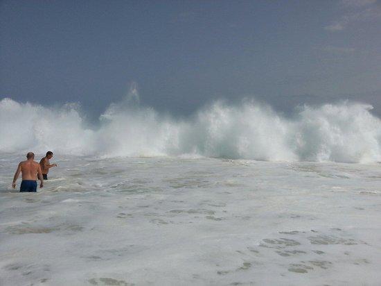 Hotel Riu Touareg : The waveson the beach