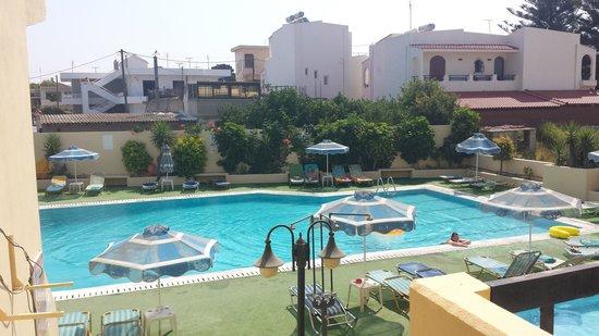 Margaret Studios: Pool area