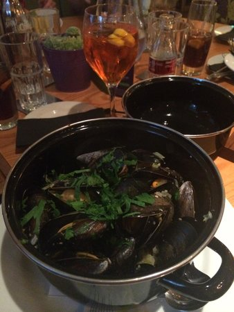 Moules A Go Go -: Yummy mussels. Some of the best I've ever had.