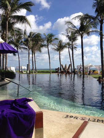 W Bali - Seminyak : w bali swimming pool