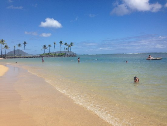 The Kahala Hotel & Resort: The sea on the private beach