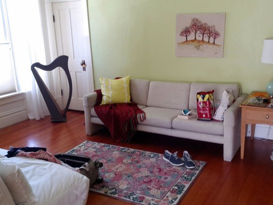 Wylie Lauder House Bed & Breakfast: Spacious and bright rooms