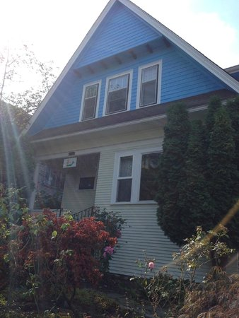Seattle Hill House B & B: The Blue House