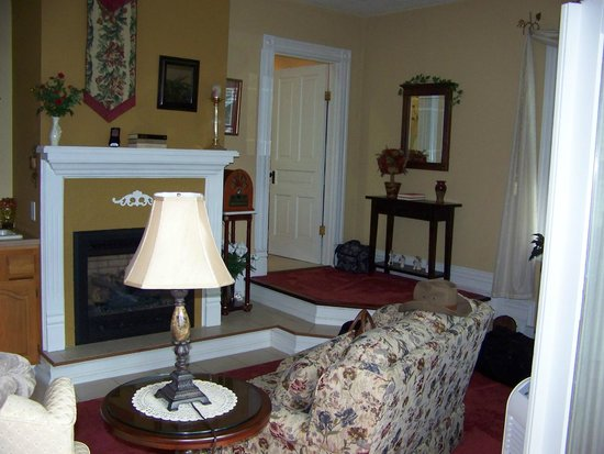 Andon-Reid Inn Bed and Breakfast : Magnolia Suite Sitting Area