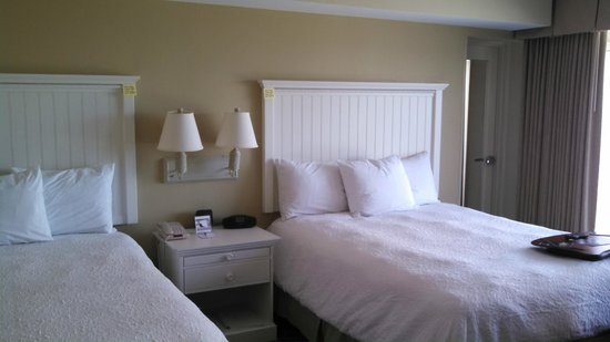 Hampton Inn & Suites Myrtle Beach/Oceanfront: 2 Queen Bed Room
