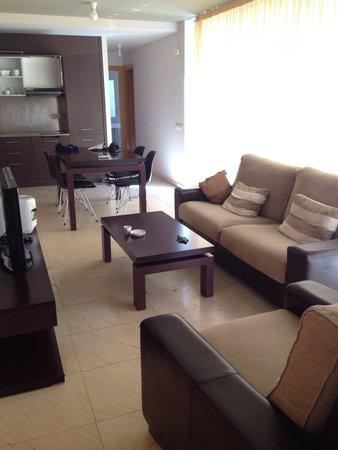 L'Escala Resort : Living room/ kitchen