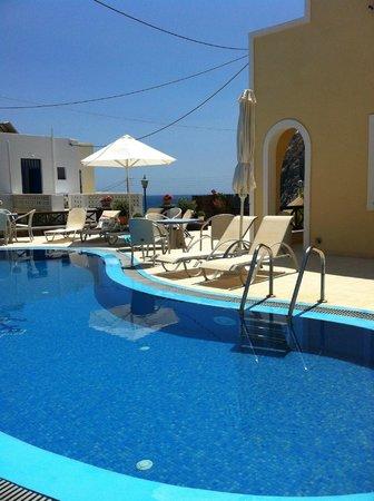 Chez Sophie Rooms & Suites: Pool View