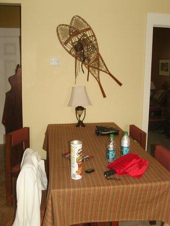 Bristol Suites: Dinning room