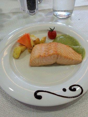 Hotel Parigi: Salmone di chef Max!