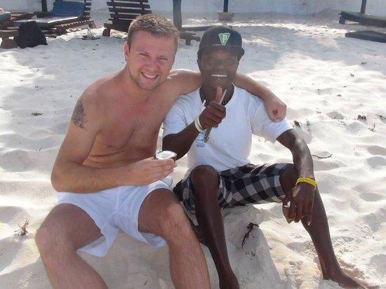 Southern Palms Beach Resort: Mein Freund und Chris  Unser Liebling , hat uns immer Kokosnüsse gebracht