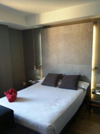 Hotel Zenit Conde de Orgaz : Cama muy comoda