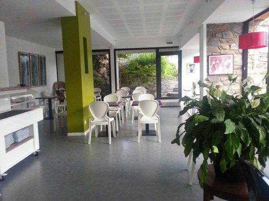 Hôtel Madeloc : Dining area very big inside pluss outdoor terrace