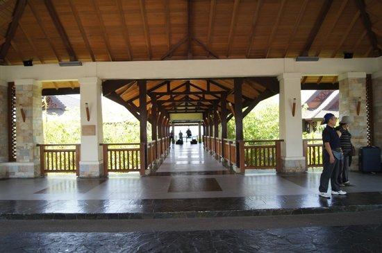 Crimson Resort and Spa, Mactan: Entrée du ressort