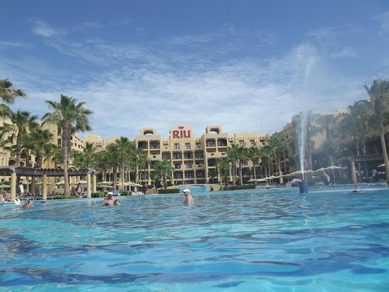 Hotel Riu Santa Fe: View of hotel from the infinity pool
