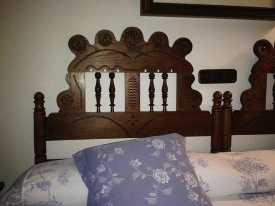 Hotel Don Paco: Detalle del cabecero de la cama
