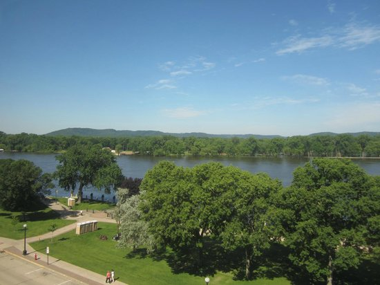 Radisson Hotel La Crosse : Morning river view