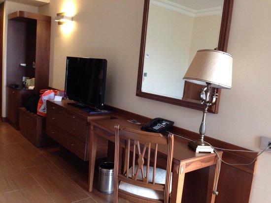 Golden Tulip Jiyeh Marina & Resort: Well furnished rooms