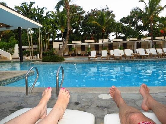 Casa de Campo Resort & Villas: Relaxing by the pool.