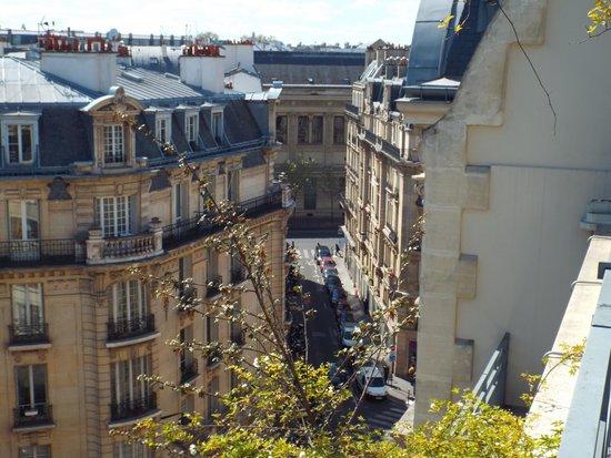 Holiday Inn Paris - Notre Dame: Street Scene from Terrace