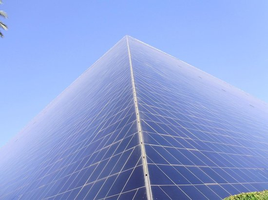 Luxor Las Vegas: looking from the ground, up