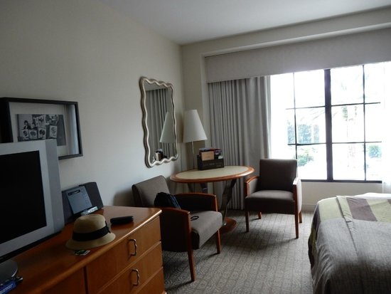 Hard Rock Hotel at Universal Orlando: table and chairs in room