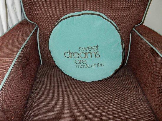 Hard Rock Hotel at Universal Orlando: Always love this pillow