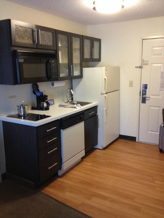 Candlewood Suites Dallas, Las Colinas: Kitchen area in the room