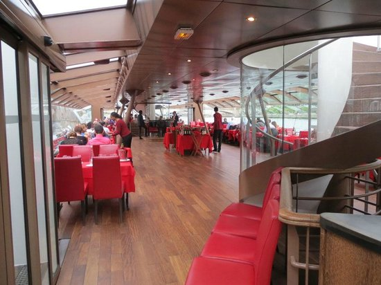 Bateaux Mouches: Bateaux-Mouches seating for dinner cruises
