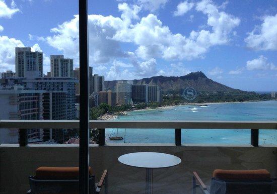Sheraton Waikiki: 室内→ラナイ+ダイヤモンドヘッド