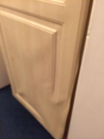 Whiteleaf Hotel : Bathroom door!!!