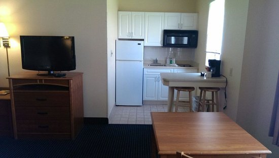 Navy Lodge Norfolk: Two beds with kitchenette