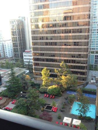 Metropolitan Hotel Vancouver: Facing Howe Street, 17th floor view, overlooking Four Seasons