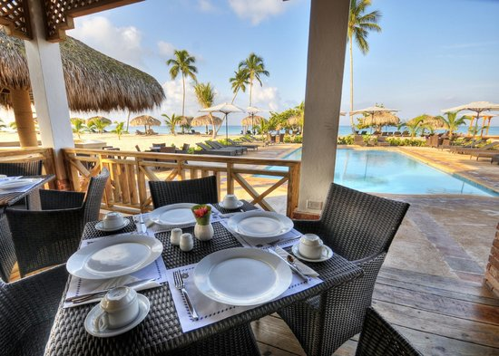 Hotel Weare Bayahibe: Restaurante next to the pool/beach