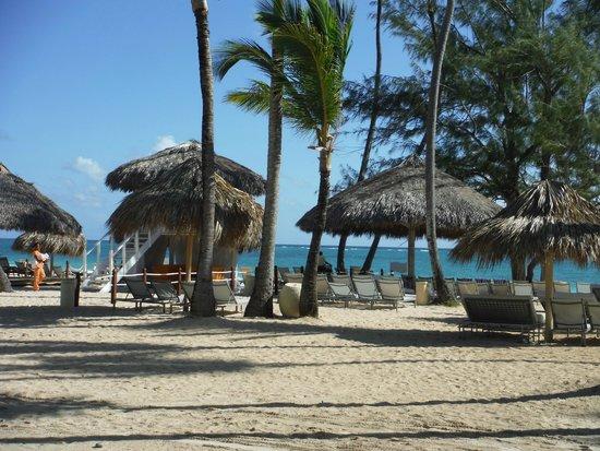 Paradisus Punta Cana: Walking to beach