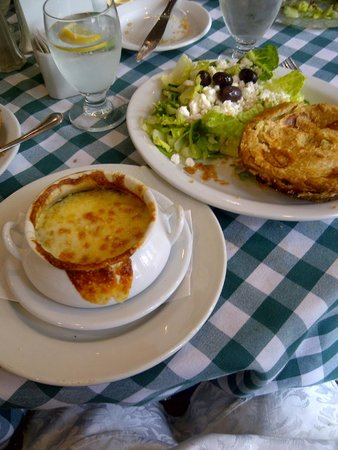 Uncle George's: French Onion soup and Chicken Pie