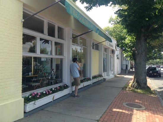 Golden Pear Cafe: City center