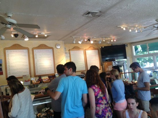 Golden Pear Cafe: Busy busy...