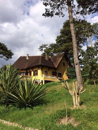 Ana Mandara Villas Dalat Resort & Spa : Différentes maisons réparties dans un immense parc !