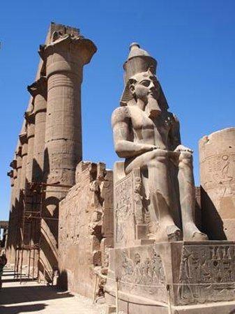 Luxor-Tempel: ラムセス2世像