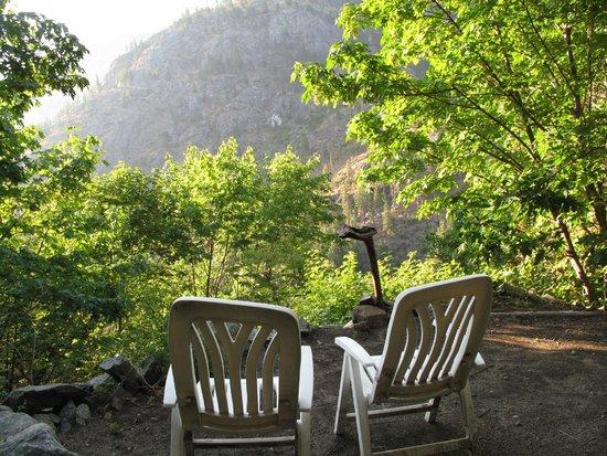 Adventure Inn: Sitting area at waterfall