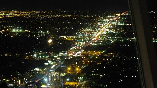 Top of the World Restaurant at the Stratosphere : beautiful view