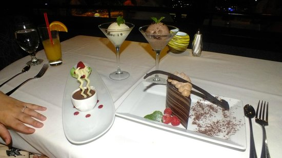 Top of the World Restaurant at the Stratosphere : Amazing desserts