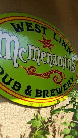 McMenamins West Linn Pub: Front door
